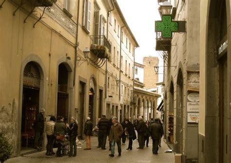 ufficio turismo orvieto centro storico strada in salita per il rilancio