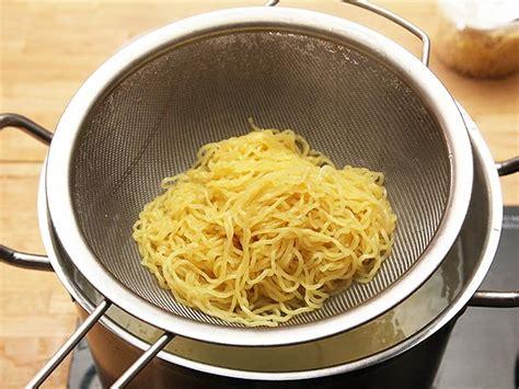 fresh ramen kits  sun noodle  knock  socks