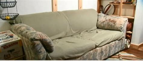 smelly couch this college students bought a smelly old couch for 20