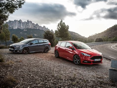 Wall Paper On Ceiling by Ford Focus St Wagon 2015 Pictures Information Specs