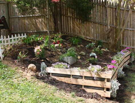 Pallet Garden Wall Pallet Retaining Wall For Garden Diy Home Decor