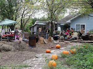 Property Damage During Search Warrant Hippie Commune In Arlington Sues For Being Treated Like Terrorists In Swat