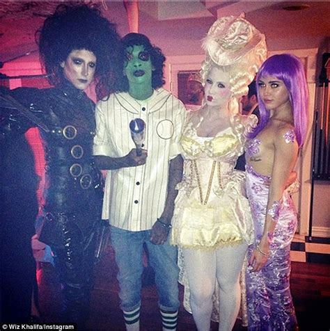 Cape Style House Amber Rose And Wiz Khalifa Host The Wiz Of Tao Halloween