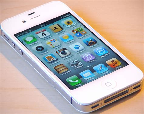 Iphone 4s apple replaces iphone 4 with iphone 4s due to supply