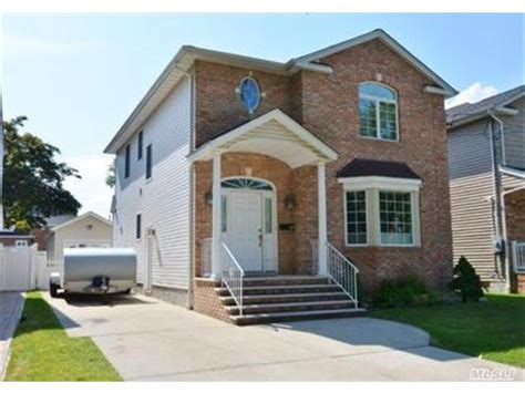 house for sale new hyde park 525 s 14th st new hyde park ny 11040 weichert com sold or expired 48461700
