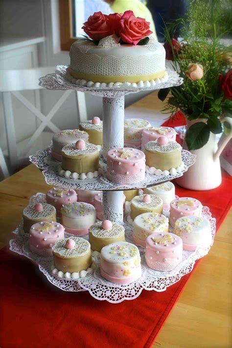 etagere hochzeitstorte die besten 25 etagere torte ideen auf pinterest