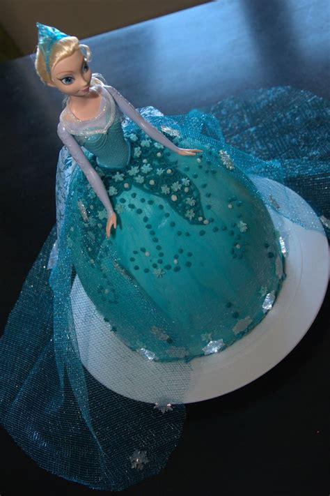 apakah ada film frozen 2 93 best frozen dolls images on pinterest elsa doll cake
