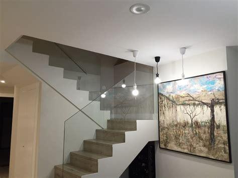 escaleras con barandilla de cristal detalle escalera con barandilla de cristal moderno