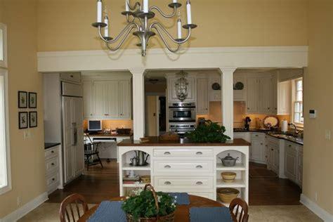 benjamin moore waterbury cream family room design
