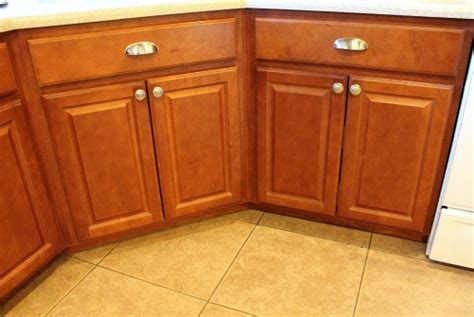 How To Install Kitchen Cabinet Hardware Away She Went Installing Kitchen Cabinet Hardware