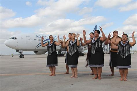 united airlines increasing routes to hawaii adding lie flat routes aa to sydney air new zealand to houston delta to