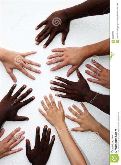 imagenes de varias manos muchas manos de las personas de varias nacionalidades