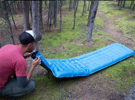 luchtbed opblazen met mond backpack luchtbed het luchtbed wat je binnen 10 seconden
