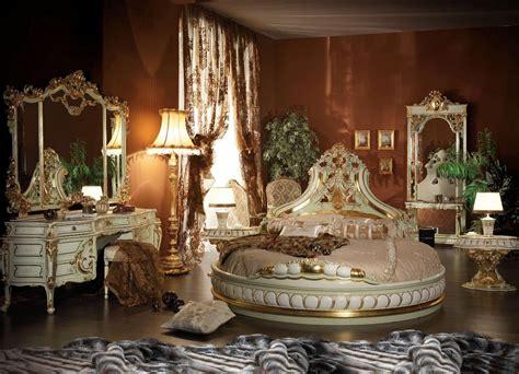 italian  shape bed  hand  carvings  high