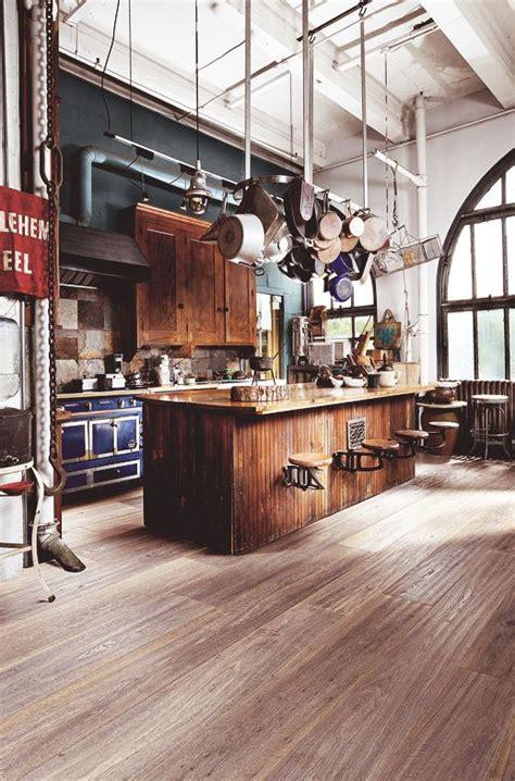 Impressionnant Exemple De Cuisine Ouverte #7: cuisine-industrielle-suspension-casseroles.jpg
