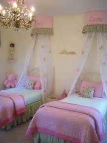 twin girls bed 25 best ideas about twin girls rooms on pinterest