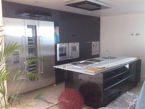 küchen preise vergleichen tapetenmuster steinoptik wohnzimmer