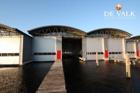 heeg boten te koop schiphuis heeg 16 meter met garage ligplaats te koop in