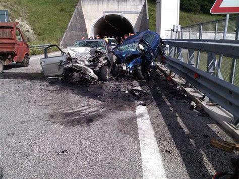 incidente autostrada dei fiori autostrada dei fiori schianto a 320 km h esce illeso
