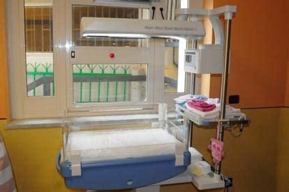culla termica neonata in un cassonetto muore in ospedale rintracciata