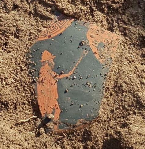 un fragment d un vase attique avec l image d herm 232 s