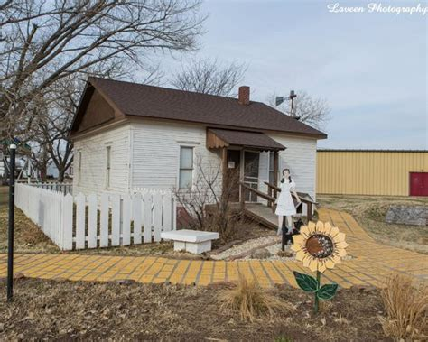 wizard of oz house the wizard of oz picture of dorothy s house land of oz liberal tripadvisor