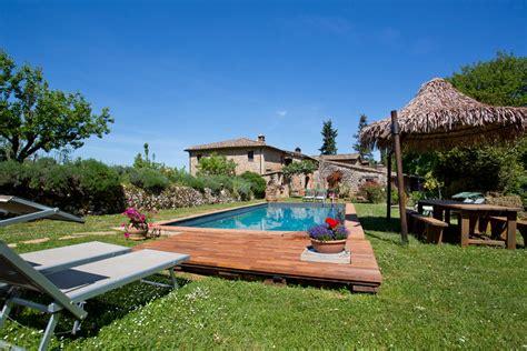 pavimento legno giardino pavimenti per giardino mattonelle e listoni in legno