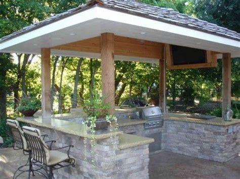 outdoor kitchen roof ideas best 25 small outdoor kitchens ideas on patio