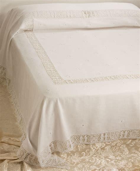 copriletti ricamati copriletto matrimoniale ricamato lino sposi familia service
