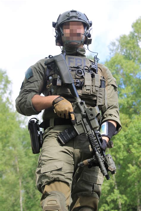 special forces combat gear fbi hrt team search search and