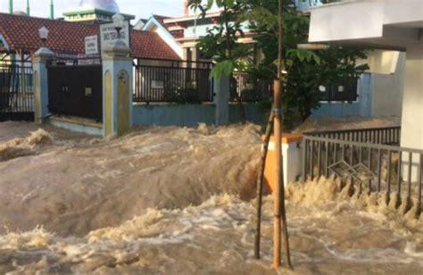 banjir bandang ciwidey empat rumah hanyut kbk kantor