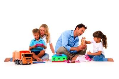 imagenes de niños jugando con sus padres descubre la importancia del juego entre padres e hijos