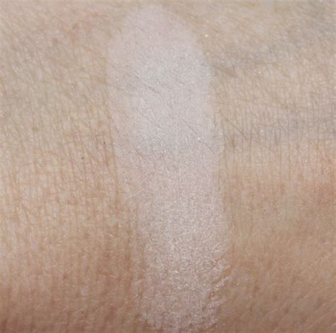 hourglass ambient lighting powder in ethereal for