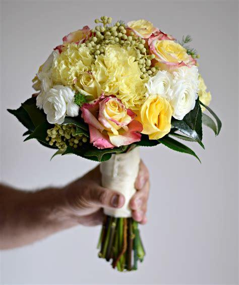 mazzolino di fiori immagini fiore petalo mazzo rosa giallo nozze