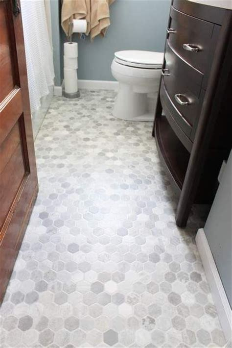 bathroom floor coverings ideas 25 best ideas about vinyl floor covering on pinterest