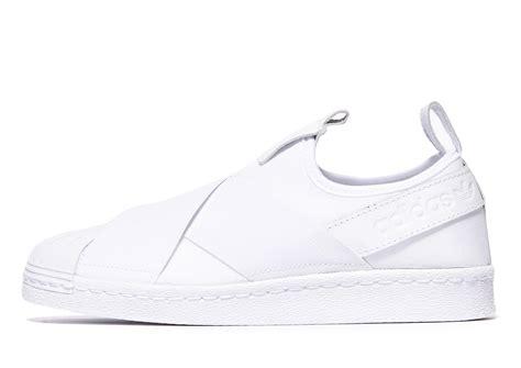 Sepatu Adidas Superstar Slop Sport Running Slip On Wanita lyst adidas originals superstar slip on in white