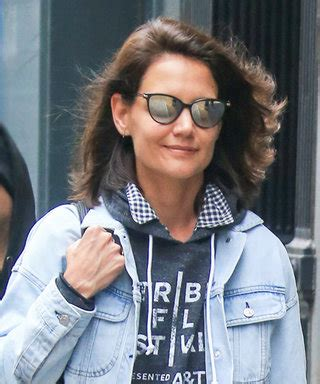 katie holmes revisits her lob katie holmes instyle com