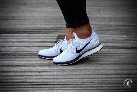 Diskon Sepatu Sneakers Nike Racer Flyknit Platinum Premium nike air zoom flyknit racer platinum white 918264 002
