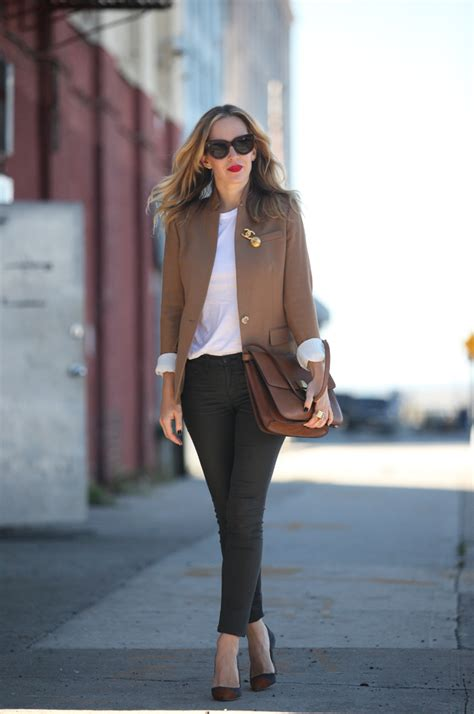 Ways To Wear A Brooch by How To Wear A Brooch 14 Ways To Make It Look Cool
