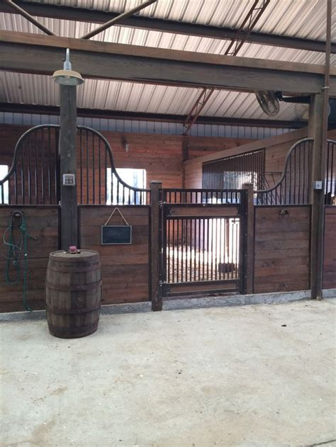 schuur ideeen 25 best ideas about stables on pinterest horse stables