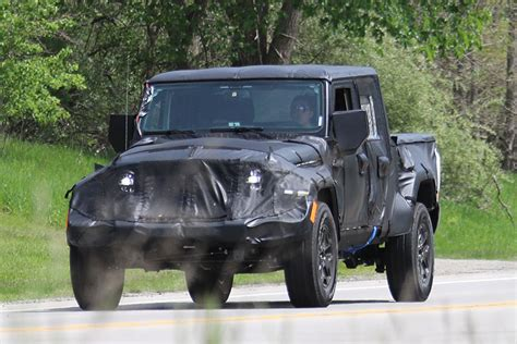 future jeep truck 2019 jeep wrangler truck spotted in