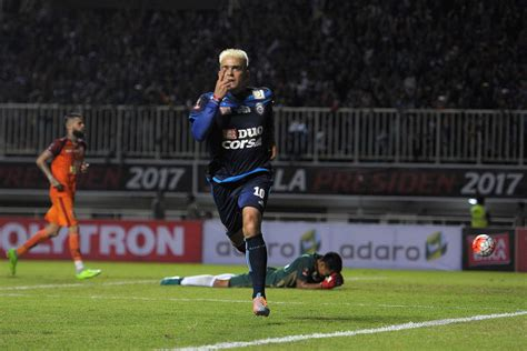 arema fc leads    presidents cup