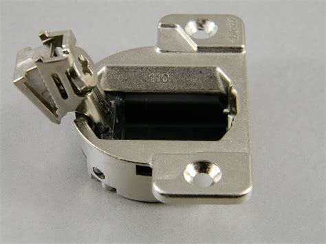 BLUM COMPACT 33 110 HINGE 33.3600 (SCREW ON)