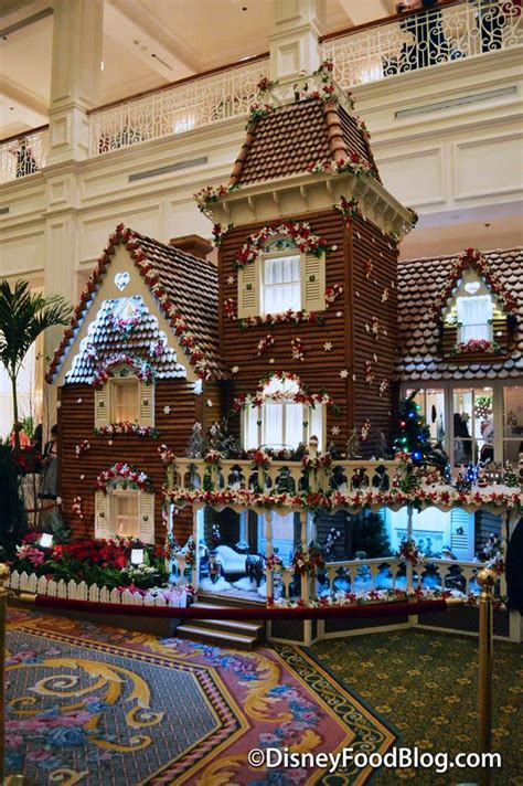 how long does disney world stay decorated for christmas