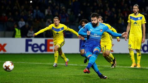 arsenal europa league 2017 uefa europa league centurion olivier giroud helps arsenal