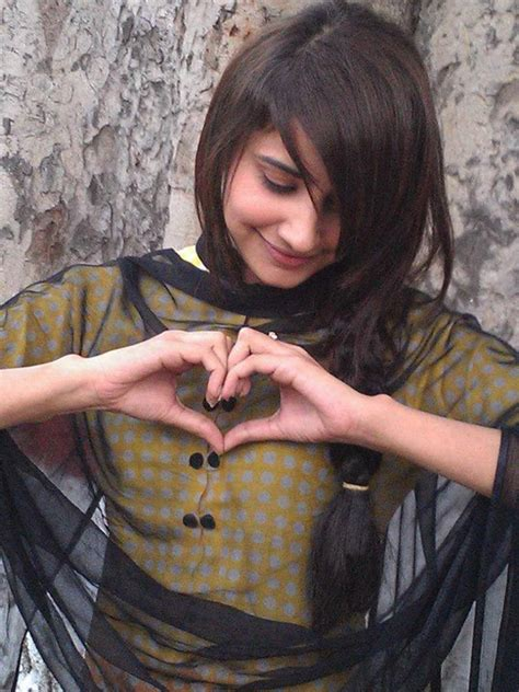 simple girls dp awesome girls facebook dp s with heart