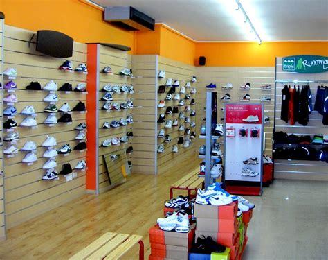 negozi sportivi pavia arredamento negozio pannelli dogati doghe arredamenti negozi