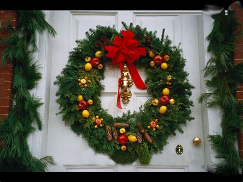 christmas door wreath 906309 7569 the wondrous pics