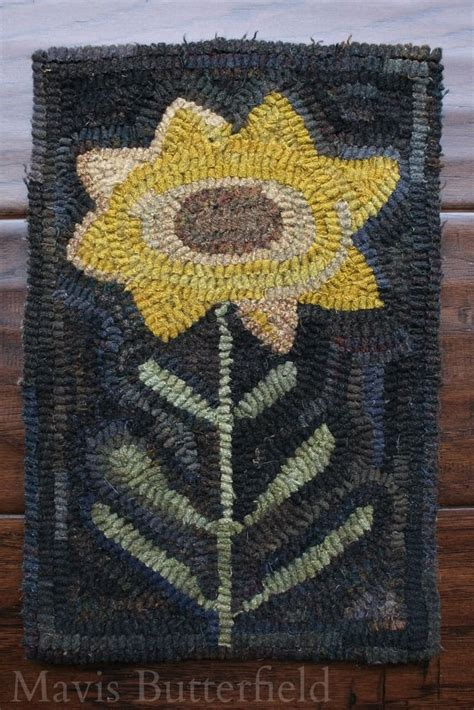 primitive hooked rugs primitive folk sunflower hooked rug early style naiveprimitive mavisbutterfield hooked