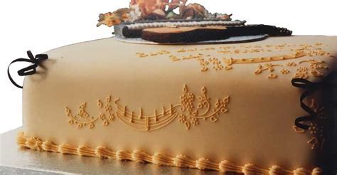 How to Choose the Best Royal Icing Recipe for Cakes or